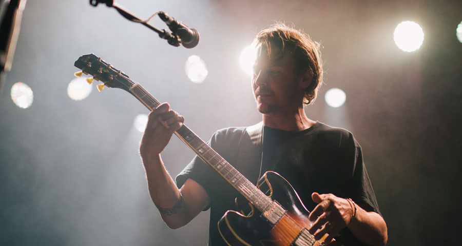 Featured image Why Famous Guitarists Change Guitars on Stage - Why Famous Guitarists Change Guitars on Stage